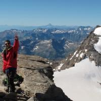 La soddisfazione di Fabio. Sullo sfondo, il Monviso (3842 m)
