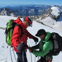 Di nuovo sul ghiacciaio, serve corda più lunga. Sulla destra, il Ciarforon (3642 m)