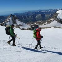 Saliti sul ghiacciaio del Laveciau si scende sul ghiacciaio del Gran Paradiso verso il Rifugio Vittorio Emanuele...