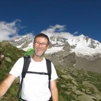 Lungo il sentiero per il rifugio Federico Chabod, prima tappa dell'ascesa. In lontananza l'obiettivo di domani: il Gran Paradiso