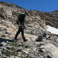 Tolti i ramponi, si torna a camminare sulla roccia. La temperatura si è decisamente alzata!